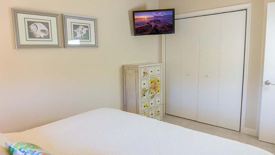10 - 07 Bedroom