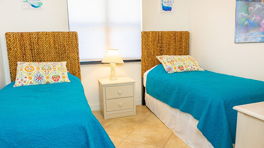 11 - 06 Twin Beds
