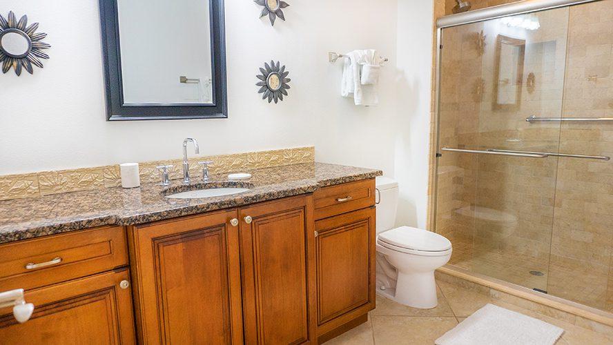 19 - 07 Entry Twin Bathroom