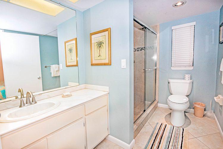 Room 14 - Bathroom 01