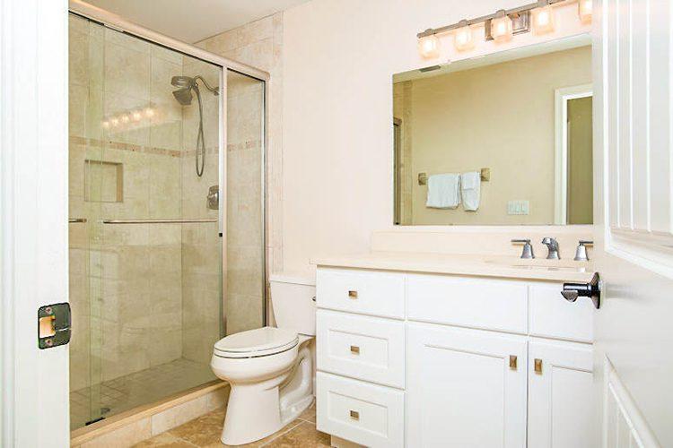 Room 18 - Bathroom 01