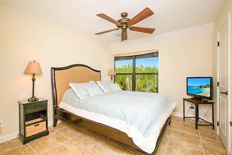 Room 18 - Bedroom 01