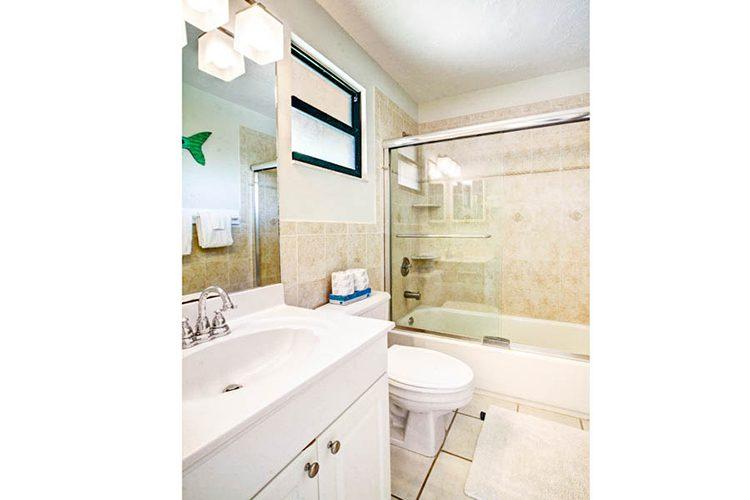 Room 6 - Bathroom