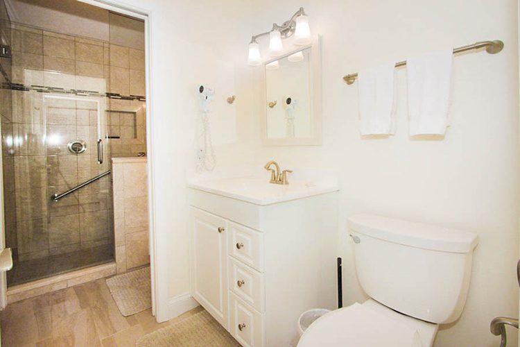 Room 9 - Bathroom